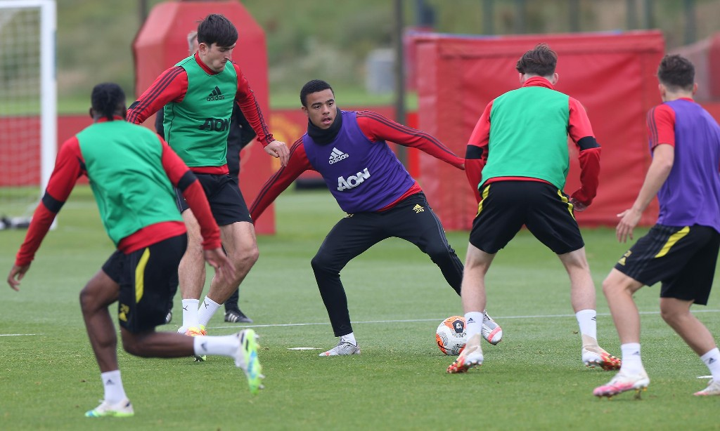 Harry Maguire and Mason Greenwood absent as Manchester United face PSG