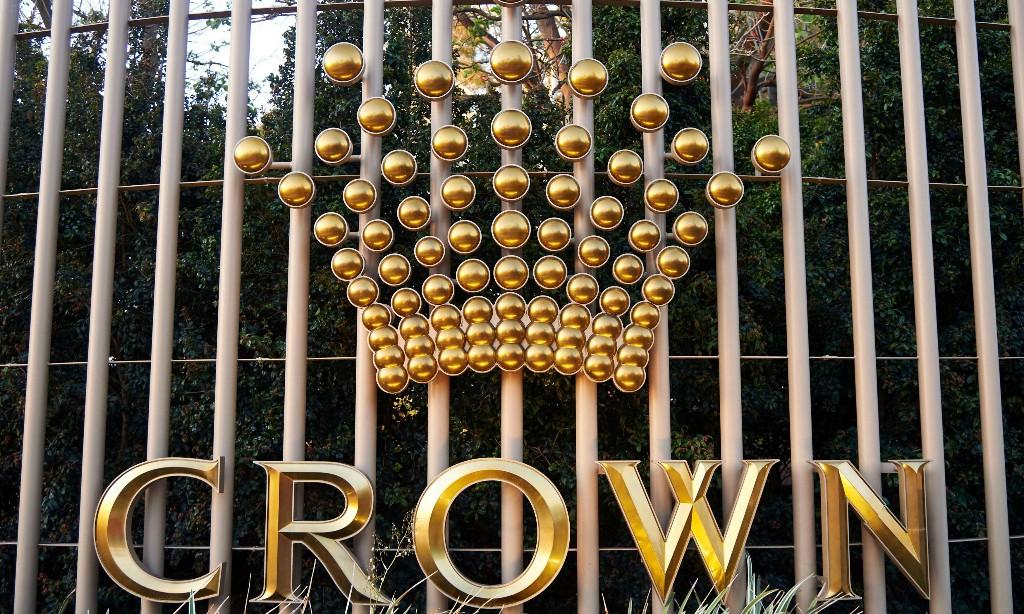 James Packer and Crown save directors from shareholder revolt over NSW inquiry