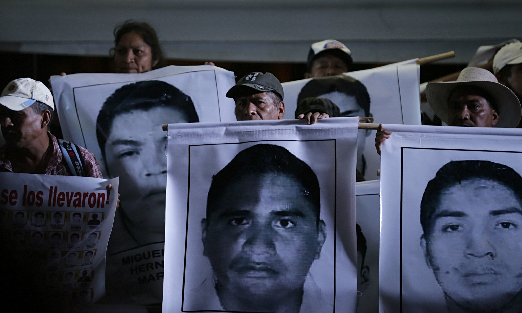 Mexican mayor and wife wanted over disappearance of 43 students