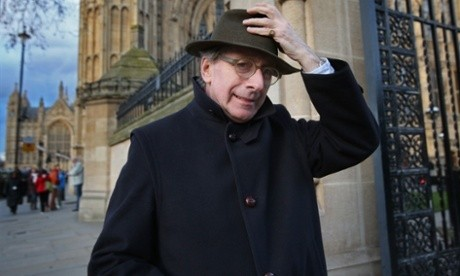 Malcolm Rifkind clings to chairmanship of Commons intelligence committee