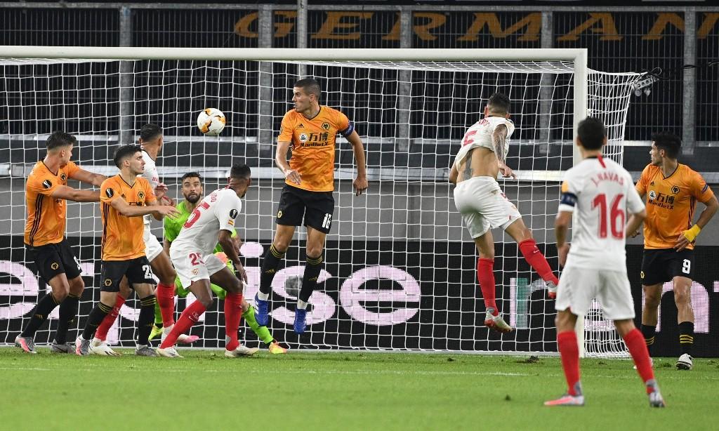 Lucas Ocampos scores late winner to end Wolves' Europa League run