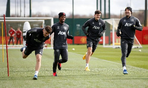 Manchester United cancel training and ask players to work alone