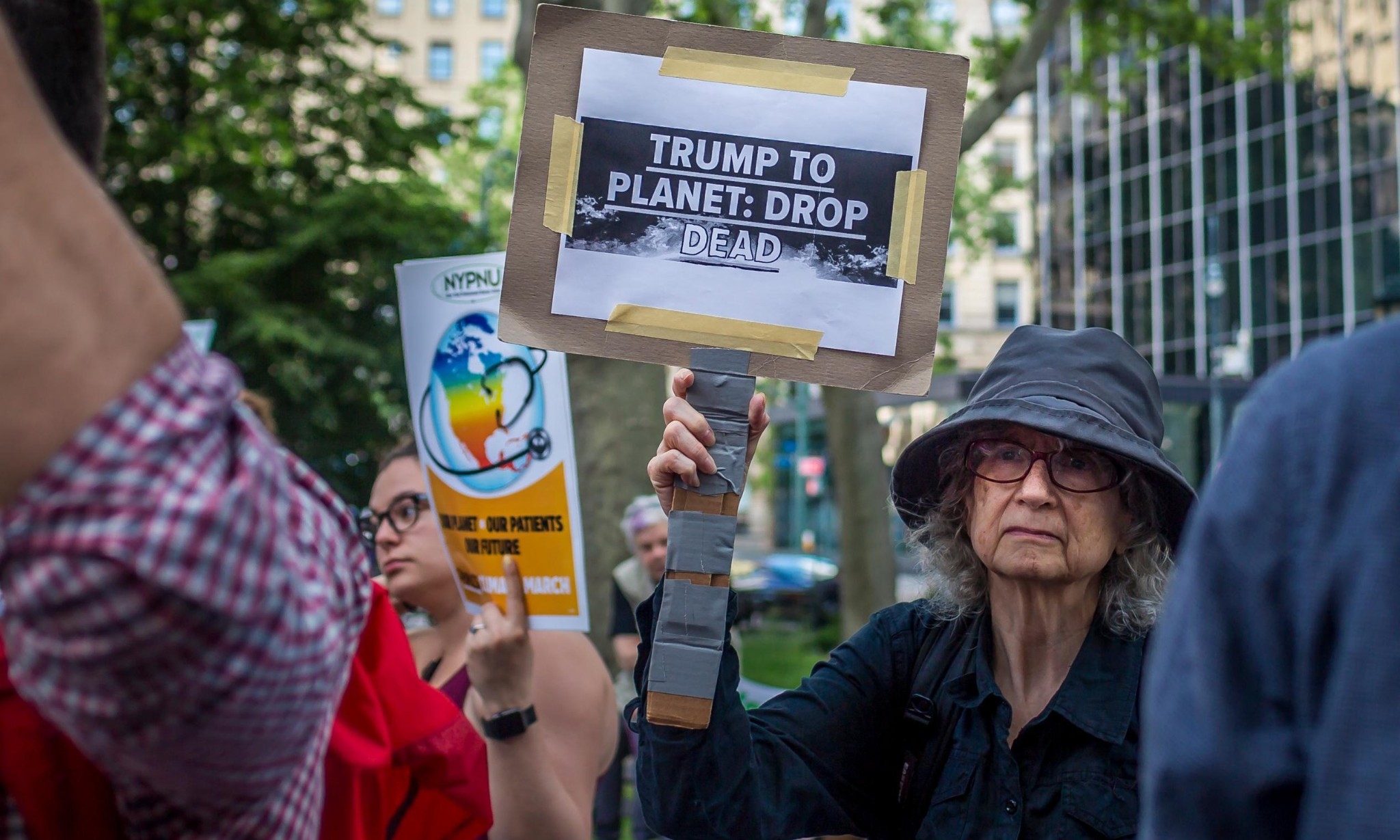US report finds climate change 90% manmade, contradicting Trump officials