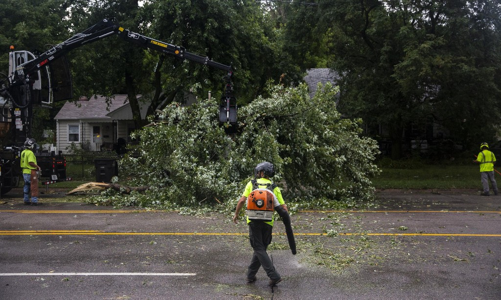 Inland hurricane-like storm sweeps US midwest, leaving widespread damage