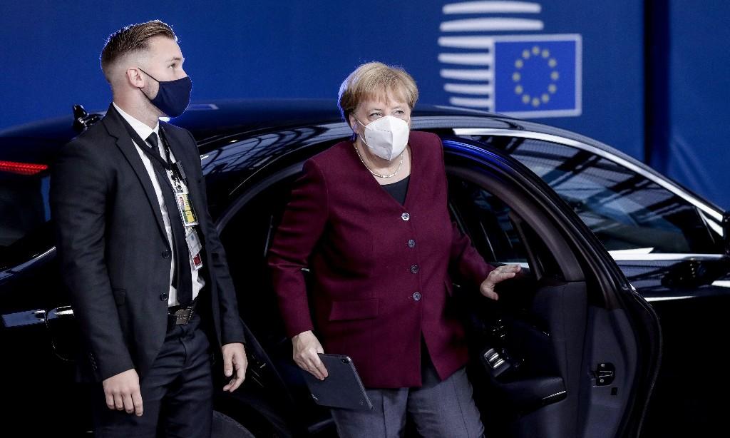 Merkel urges Johnson not to abandon Brexit negotiations