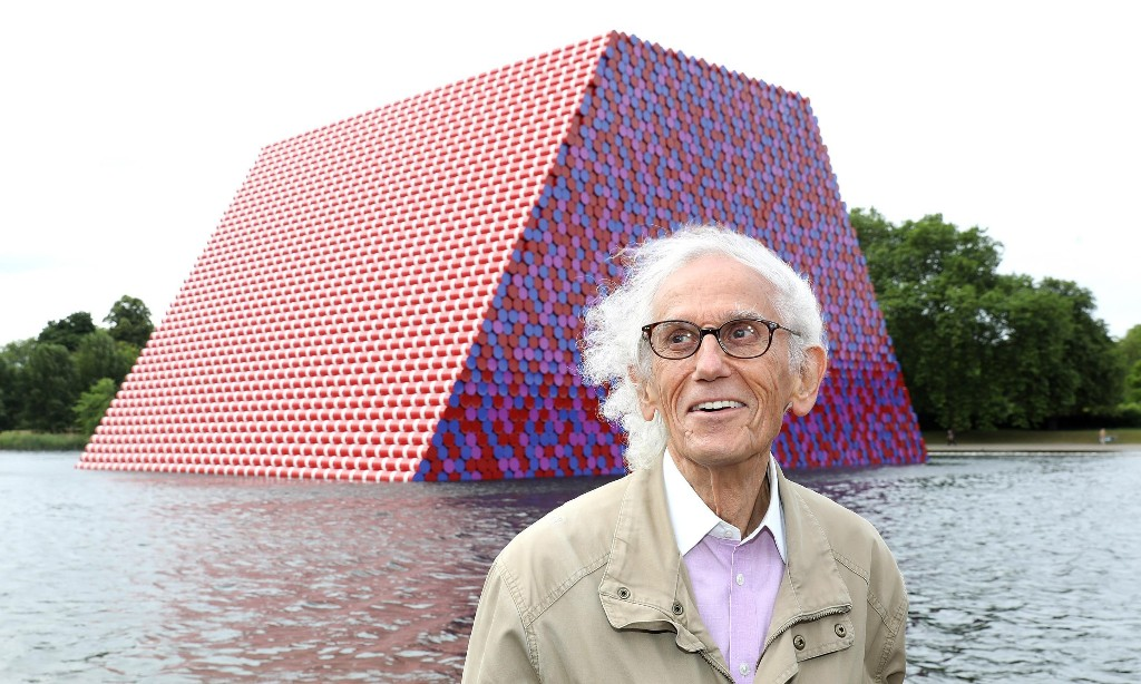 Christo, artist who wrapped the Reichstag, dies aged 84