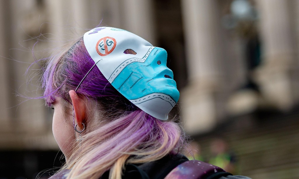 Australian anti-vaxxers label Covid-19 a 'scam' and break distancing rules at anti-5G protests