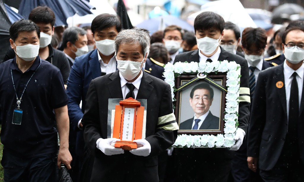Seoul mayor funeral: anger at use of public funds for five-day service