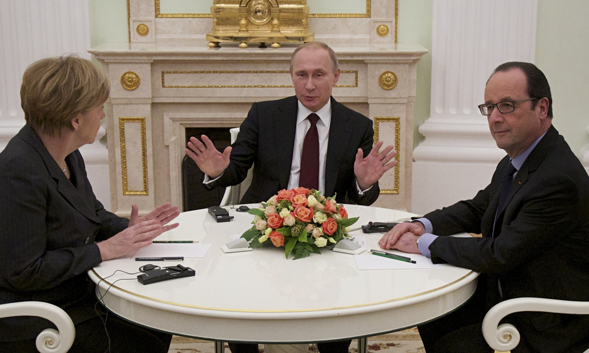 Merkel and Hollande hold Ukraine talks with Putin in Moscow