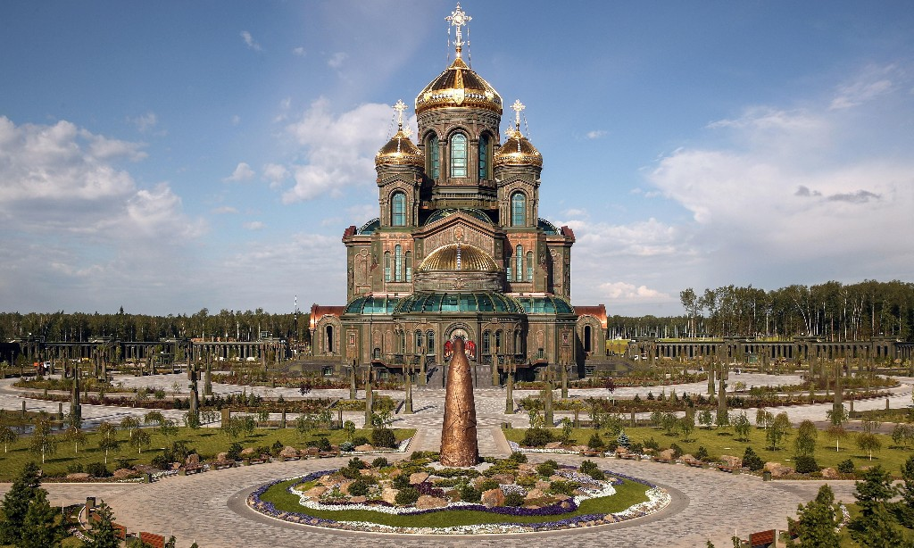 Angels and artillery: a cathedral to Russia's new national identity
