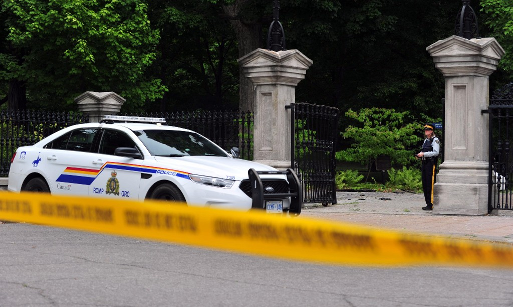 Armed man roamed Justin Trudeau's grounds for 13 minutes after ramming gates