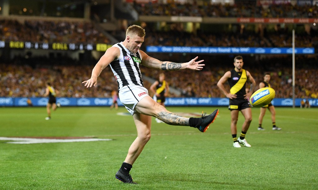 Richmond and Collingwood clash to resume stalled AFL season