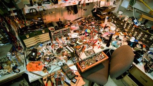 Why a Messy Workspace Undermines Your Persistence
