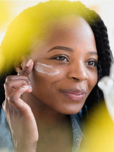 How To Reapply Your Sunscreen While Wearing Makeup