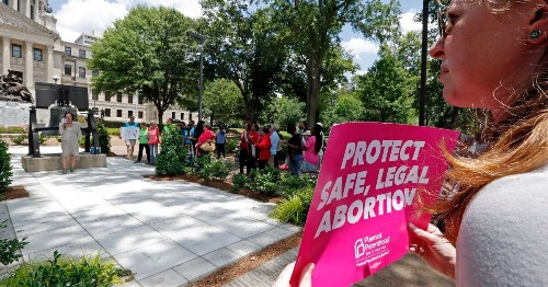 Federal Judge Blocks Mississippi Abortion Law