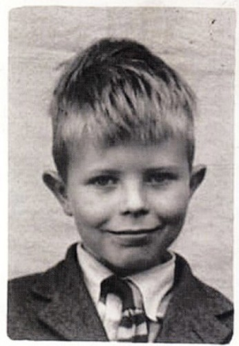 Young David Bowie Looks A Bit Different Without The Glitter (PHOTOS)