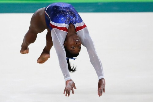 This Pic Proves Simone Biles Is A Mere Mortal After All | HuffPost Life