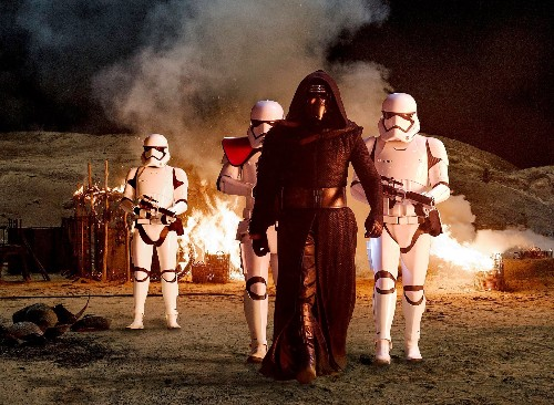 40 Unforgivable Plot Holes in 'Star Wars: The Force Awakens'