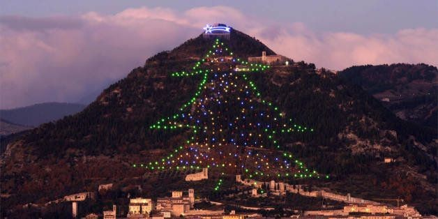Gubbio, Italy Celebrates Christmas Better Than Anyone Else | HuffPost Life
