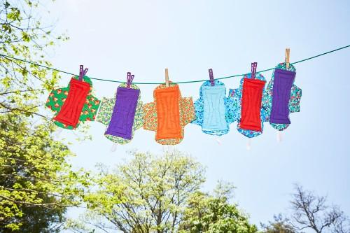 生理用ナプキンが女の子たちの人生を変えている。写真家がマラウイで撮った、未来への一歩(画像) | HuffPost Japan