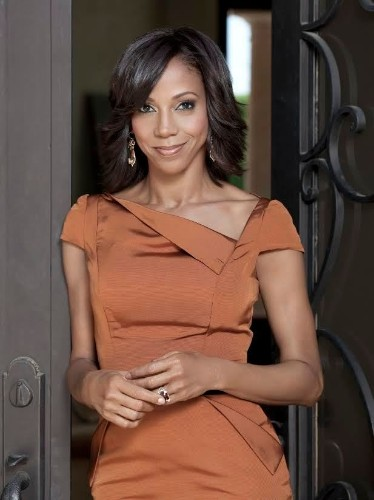 HOLLY GO-BRIGHTLY! Caring Actress And Philanthropist HOLLY ROBINSON PEETE Proves To Be A Shining Light For Autism and Parkinson's Awareness With Her HOLLYROD FOUNDATION!