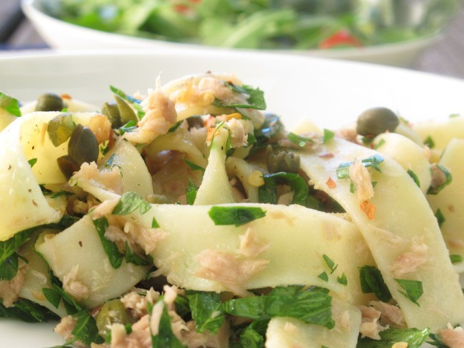 Pasta With Tuna, Garlic and Parsley