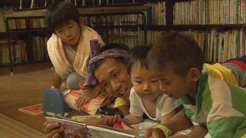 日雇い労働者の街の児童館、ありのままの子どもの姿を映画に