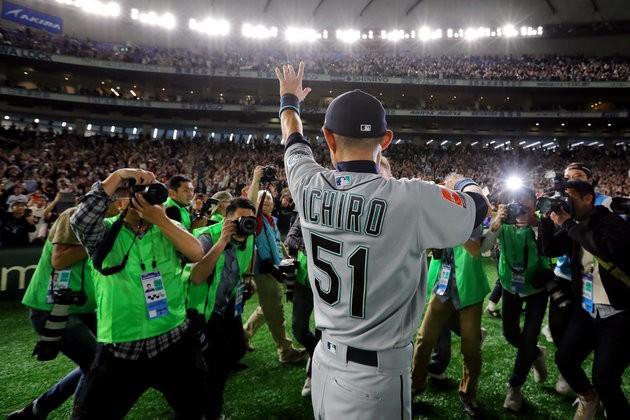 イチローを称える #ThanksIchiro も。海外から敬意と感謝のコメントが集まった。