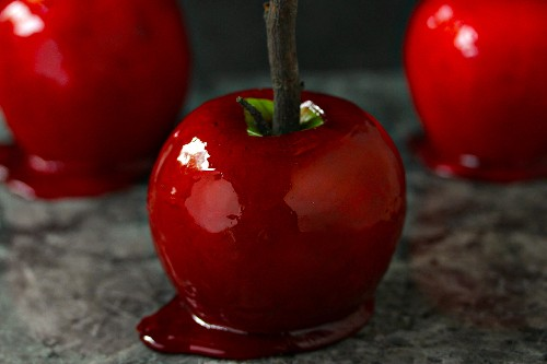 Homemade Candy Apples Are SO Easy!