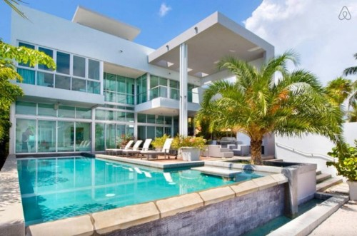 The 10 Best Airbnb Pools From Around The World   HuffPost Life