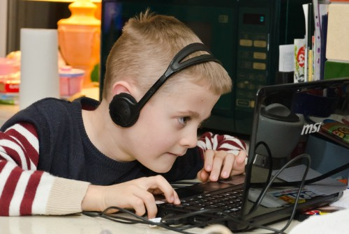 3 Unexpected Ways To Help Your Kids Be Mindful About Screen Time | HuffPost Life