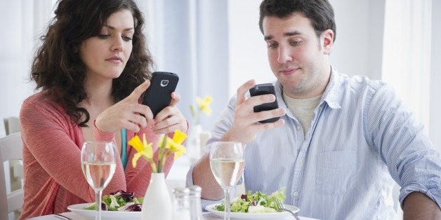 How One Restaurant Rewards Customers For Unplugging During Dinnertime (PHOTO)