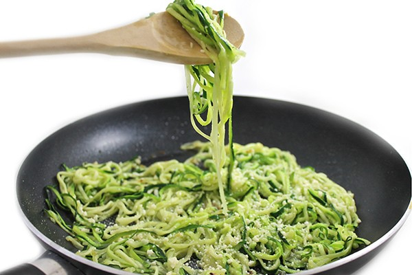 Skinny Garlic Parmesan Zoodles