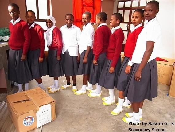 遂にアフリカへ運動靴が到着! ~「アフリカ1万足プロジェクト」タンザニアからの報告