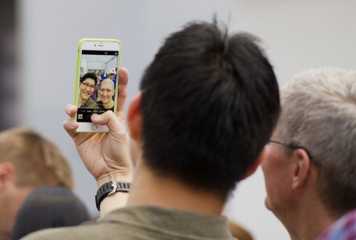 Apple To Replace Some iPhone 6 Plus Models Over Faulty Cameras