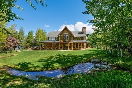 5 Jaw-Dropping Luxury Homes On The Market Right Now