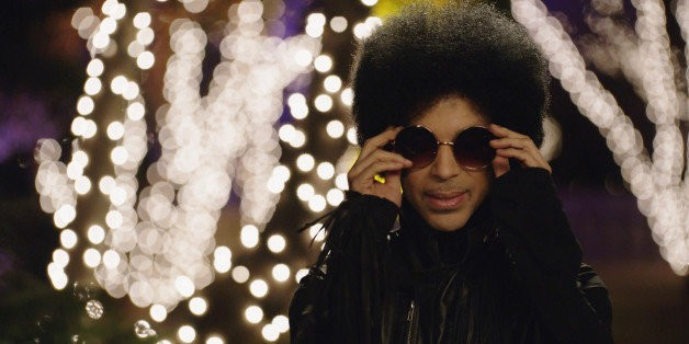 Prince Debuts New Song 'Funknroll' With 3rdeyegirl On Arsenio Hall Show