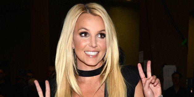 Britney Spears' 'Work Bitch' Teaser Brings Glitter To The Desert, Spice Girls Style (VIDEO)