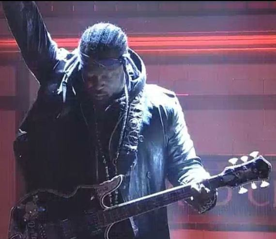 D'Angelo Makes SNL Matter for a Few Mesmerizing Minutes