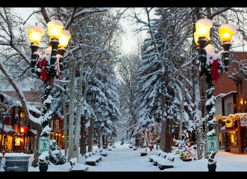 America's Best Towns for the Holidays (PHOTOS)