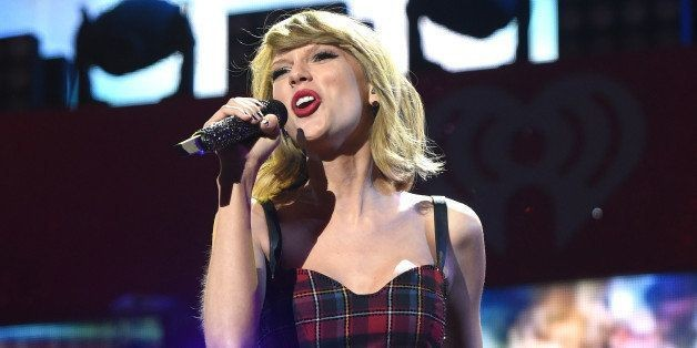 Taylor Swift Is 'Obsessed' With This 'Blank Space'/'Style' Mashup