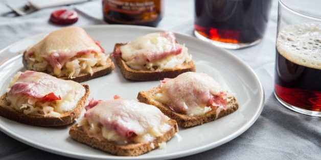 Mini Reuben Toasts for Your St. Paddy's Day Party | HuffPost Life