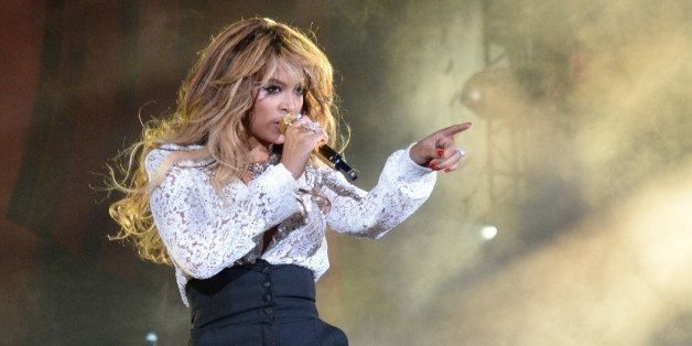 Beyoncé Suffered A Mild Wardrobe Malfunction Onstage With Jay Z In New York