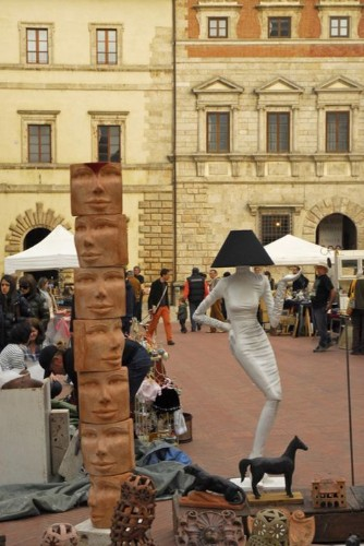 Why Flea Markets Should Be Your First Stop In Italy | HuffPost Life