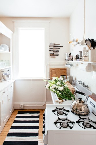 10 Space Saving Hacks for Your Tiny Kitchen