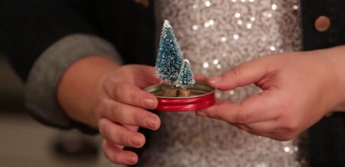 Mason Jar Snow Globes Are This Season's Most Adorable DIY