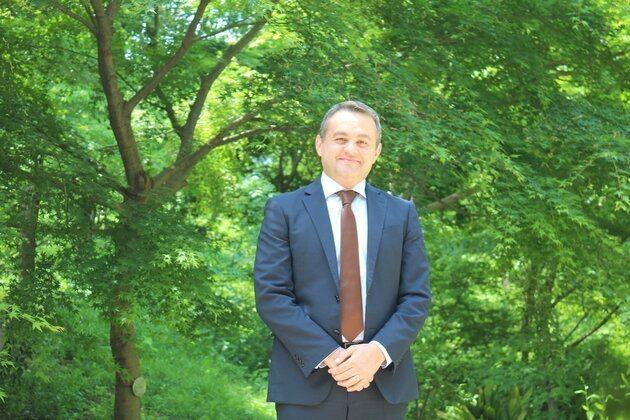 イラン出身で「日本のサラリーマン」10年余。石野シャハランさんが訴えた「外国人を日本人にしないで」