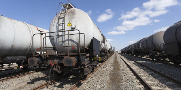 Rolling Bombs: Millions of Latinos Live Next Door to a Public Menace, Oil Trains