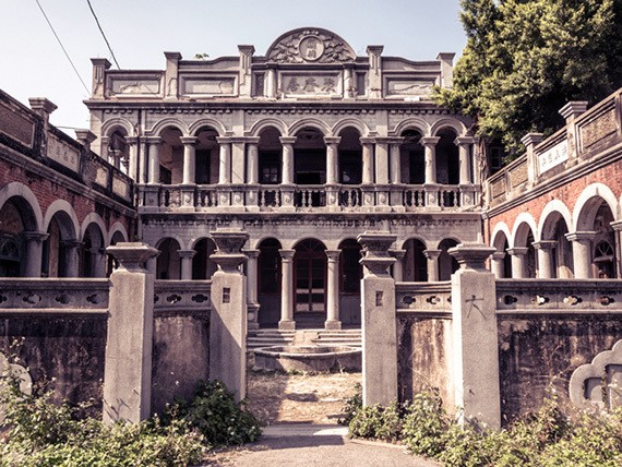 6 Creepy Abandoned Mansions From Around the World