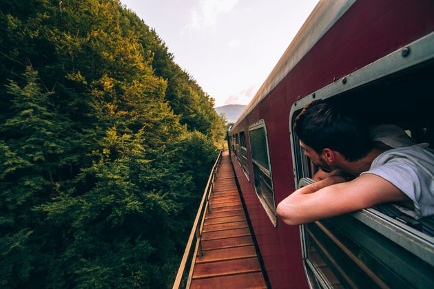 9 Ways To Reduce Your Environmental Footprint While Travelling